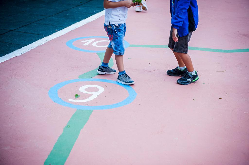 Juegos pintados en el suelo.